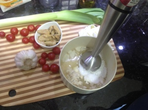 Bata os ingredientes no liquidificador ou mixer