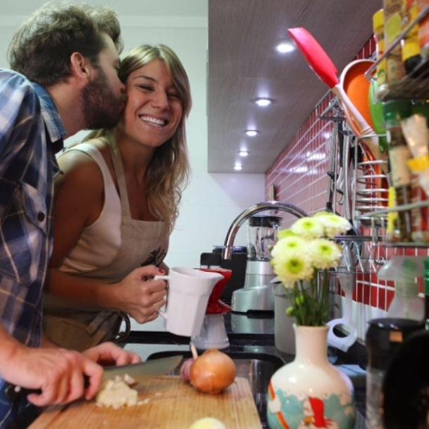 Massa sem glúten, macarrão de grão de bico, casal cozinhando, blogueira fit,  amor